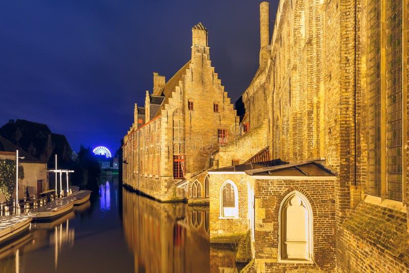 Больница взгляда ночи St. John, Брюгге, Бельгии стоковое фото rf
