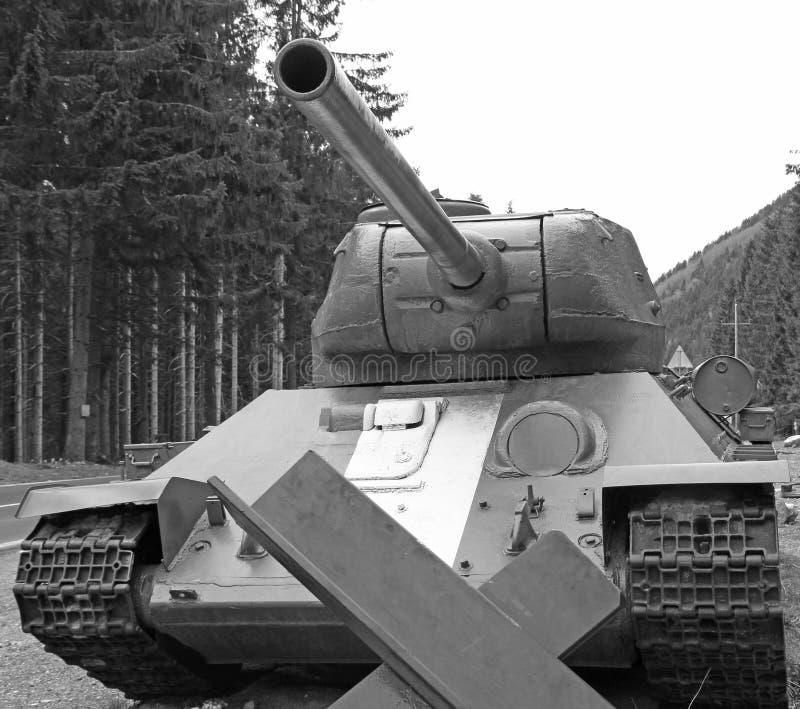 Большая война танка с большим карамболем в черно-белом стоковые фотографии rf