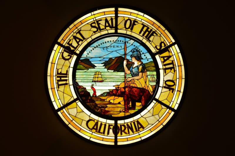 Большая государственная печать положения Калифорнии в цветном стекле стоковое изображение