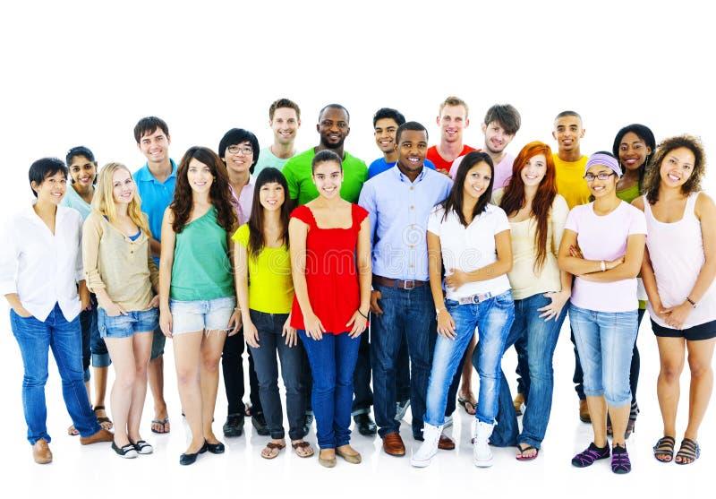 Большая группа в составе концепция людей общины студента стоковые изображения