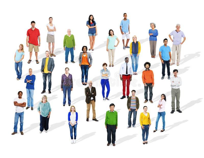 Большая группа в составе разнообразные многонациональные красочные люди стоковая фотография rf