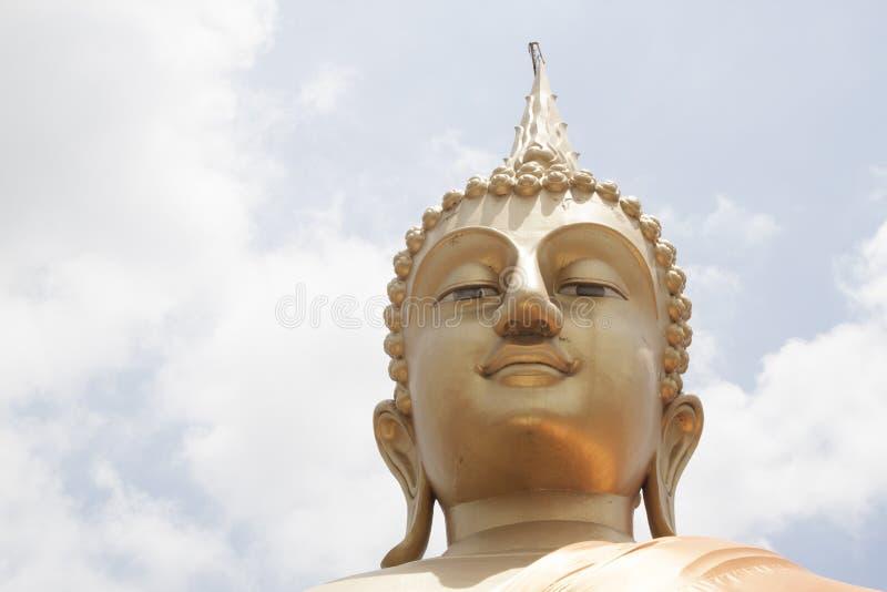 Большая золотая статуя Будды стоковое фото rf