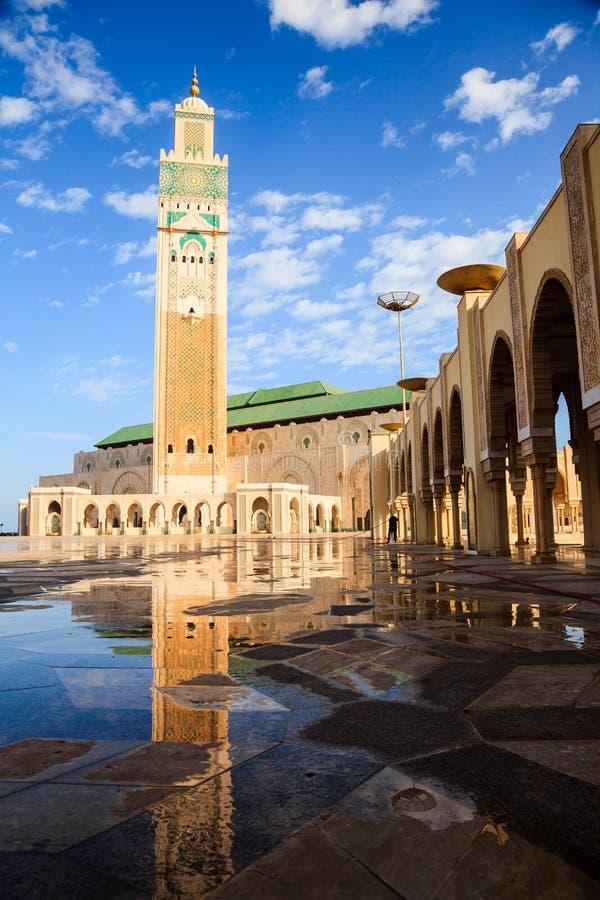 Большая мечеть и отражение Хасана II стоковое изображение rf