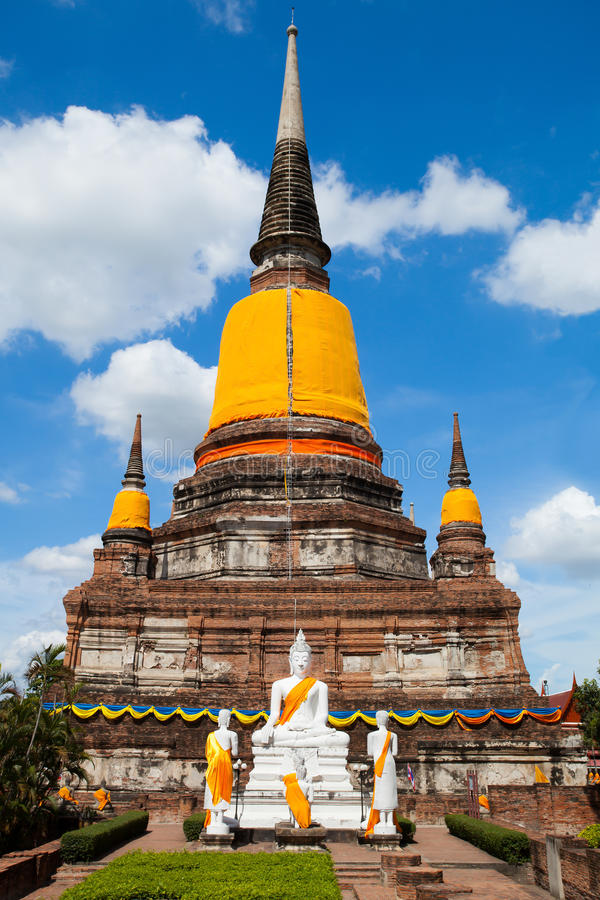 Большая пагода в старом виске городка в Таиланде стоковые изображения rf