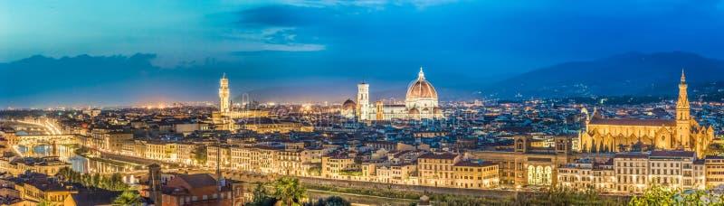 Большая панорама Флоренса на ноче в Италии стоковые фотографии rf