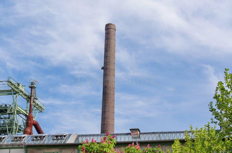 Большая печная труба фабрики стоковое изображение rf