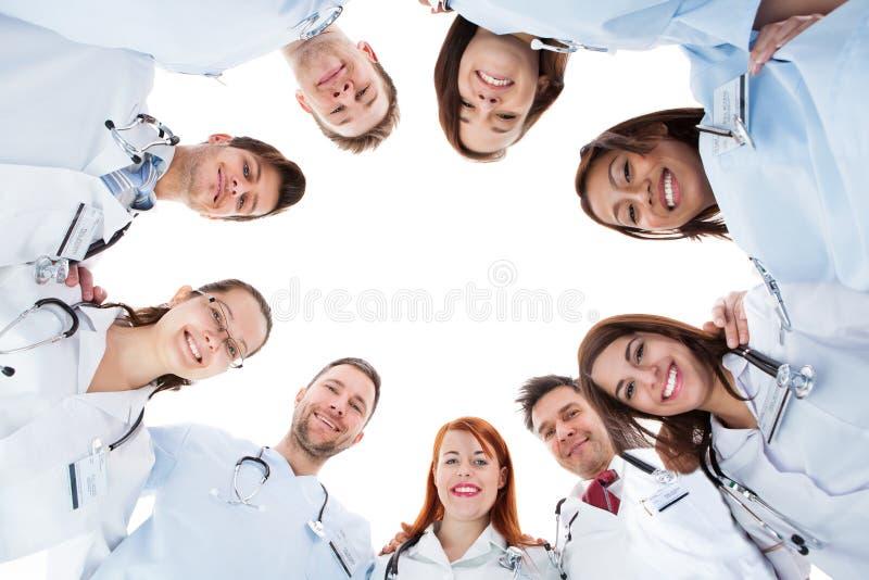 Большая разнообразная многонациональная медицинская бригада стоковая фотография