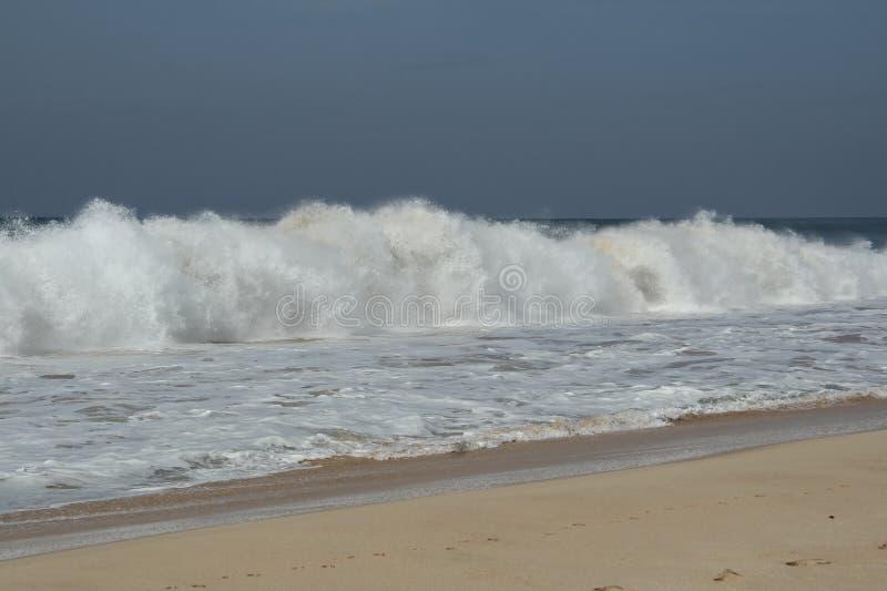 Большие волны во время шторма на Индийском океане стоковая фотография