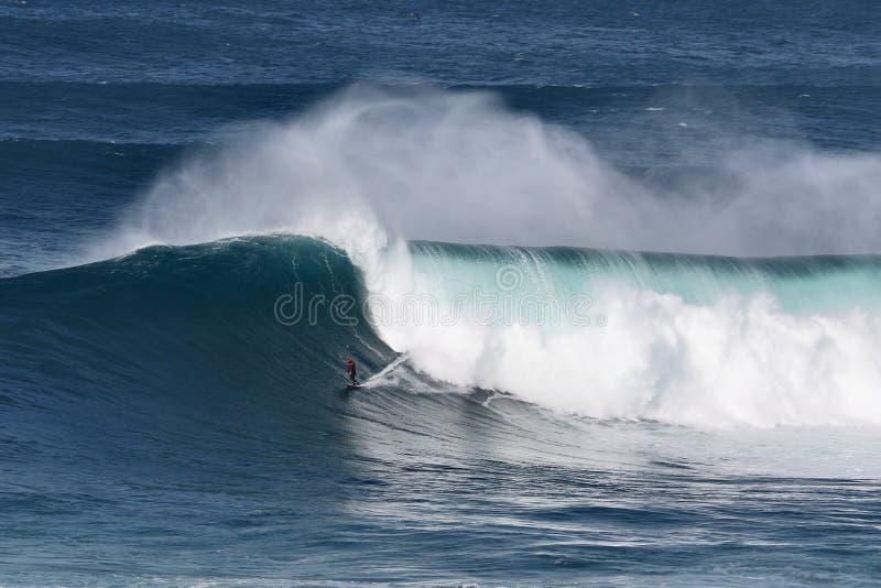 Большие волны @ Nazaré - Sérgio Cosme стоковые изображения rf