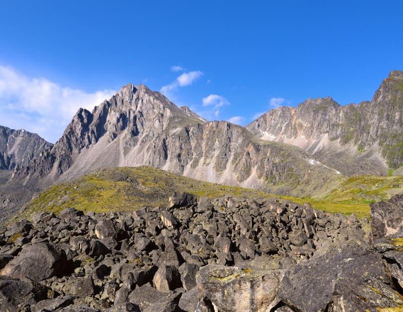 большие горы горы ландшафта Ряд Tunka ilchir зоны восточное обнаружило местонахождение okinsky плато Россию sayan Бурятия стоковое фото