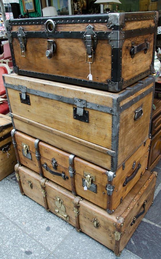 Большие и большие старые деревянные случаи стоковая фотография rf