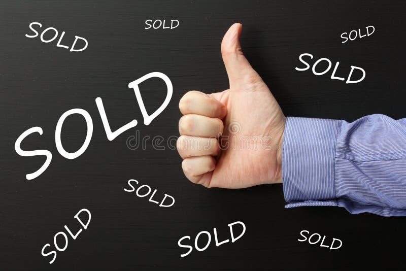 Большие пальцы руки вверх для продажи стоковые фотографии rf