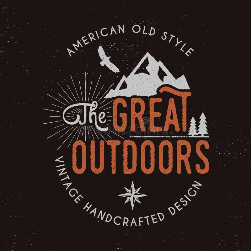 Большие insignia значка и outdoors деятельности при outdoors Ретро иллюстрация большого ярлыка outdoors Располагаться лагерем офо иллюстрация штока