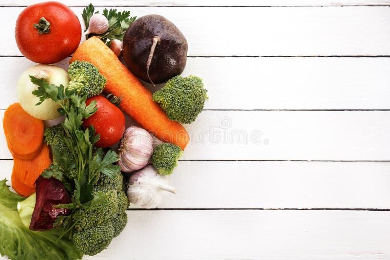 Большинств полезные овощи брокколи, луки, чеснок, томаты, моркови стоковые фото