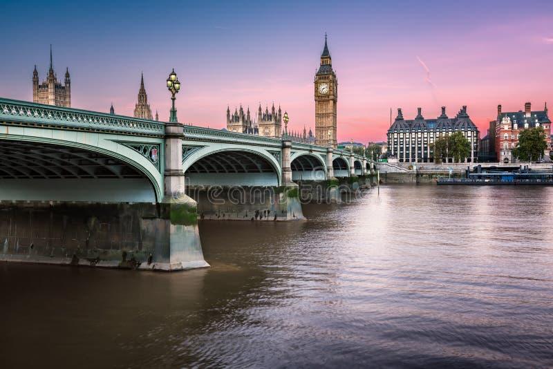 Большое Бен, башня ферзя Элизабета и мост Вестминстера стоковое фото rf