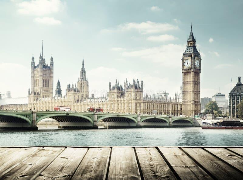 Большое Бен и деревянная поверхность, Лондон стоковое изображение rf