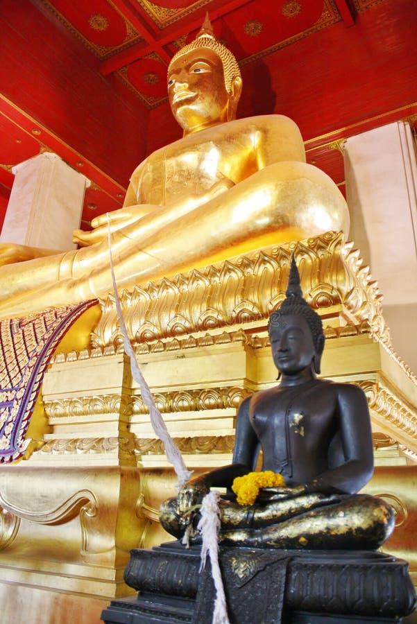Большое изображение Будды виска Wihan Phra Mongkhon Bophit стоковая фотография rf