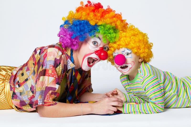 Большое и маленькое смешное фото клоунов стоковые фото