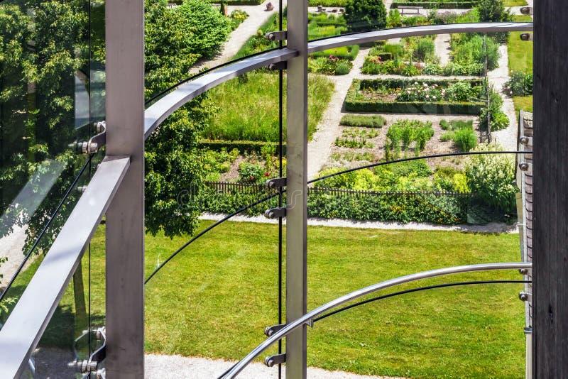 Большое место стеклянной стены публично стоковая фотография rf