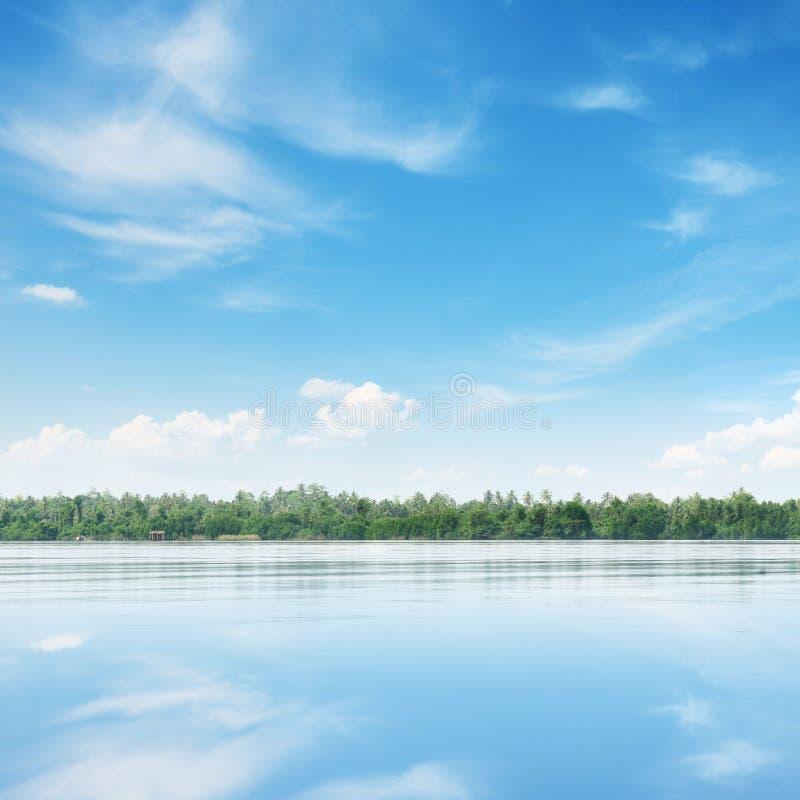 большое небо озера стоковые изображения rf