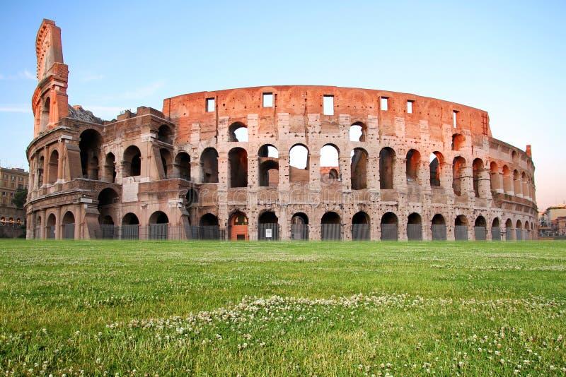 Большое Colosseum на сумраке, Риме, Италии стоковые изображения rf