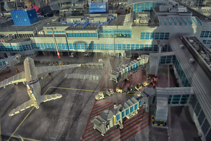 Большой авиапорт плана сделанный Lego стоковые фото