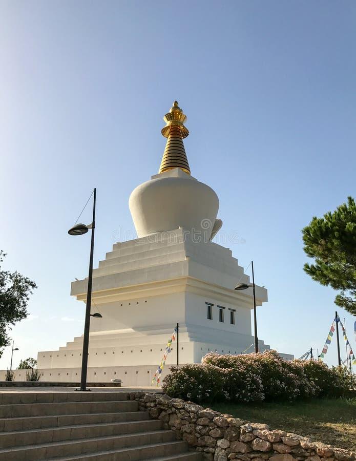 Большой буддийский памятник к прозрению содержа залу раздумья & массив священных объектов стоковое изображение