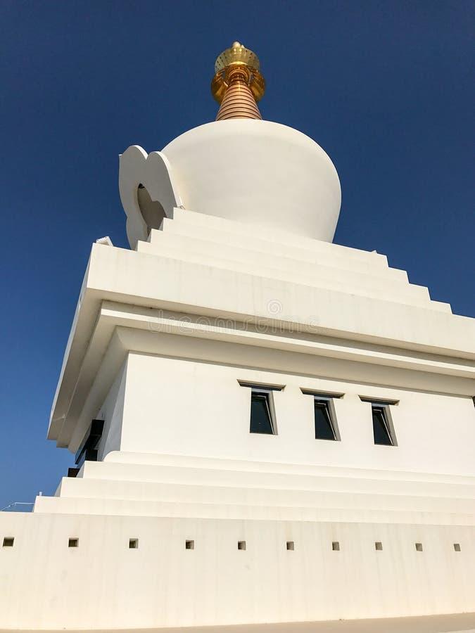 Большой буддийский памятник к прозрению содержа залу раздумья & массив священных объектов стоковые изображения rf