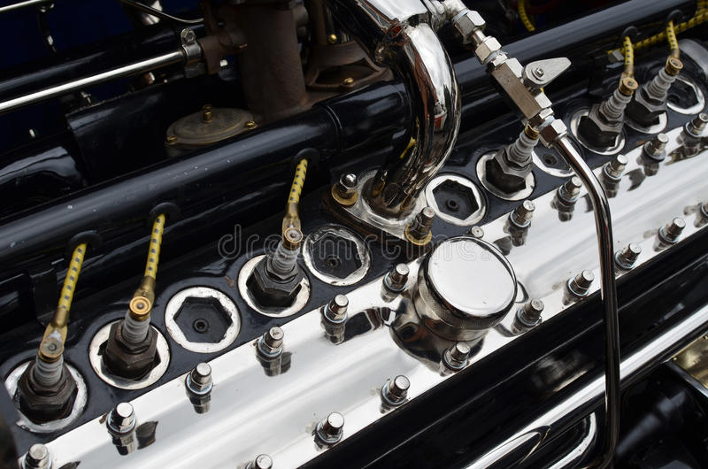 Большой винтажный двигатель автомобиля стоковое фото rf
