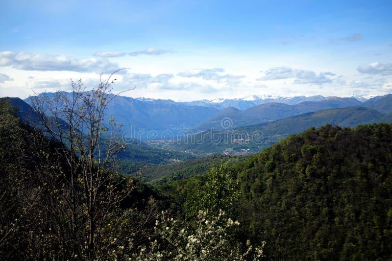 Большой вид на озеро Maggiore стоковое изображение rf