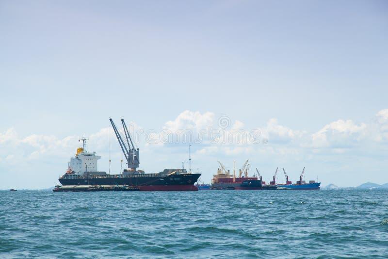 Большой грузовой корабль. стоковое фото