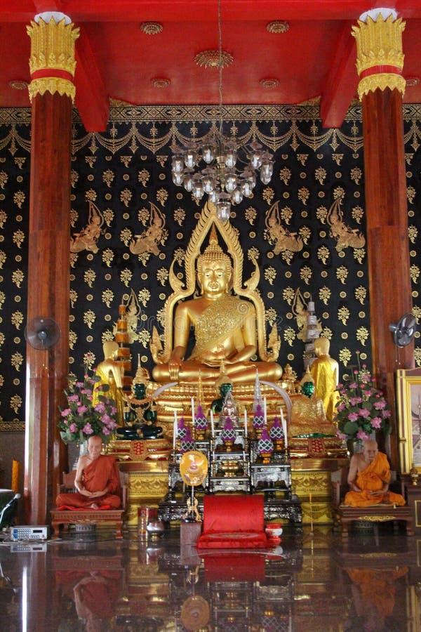 Большой золотой Будда в городке Пхукета, Таиланде стоковое изображение