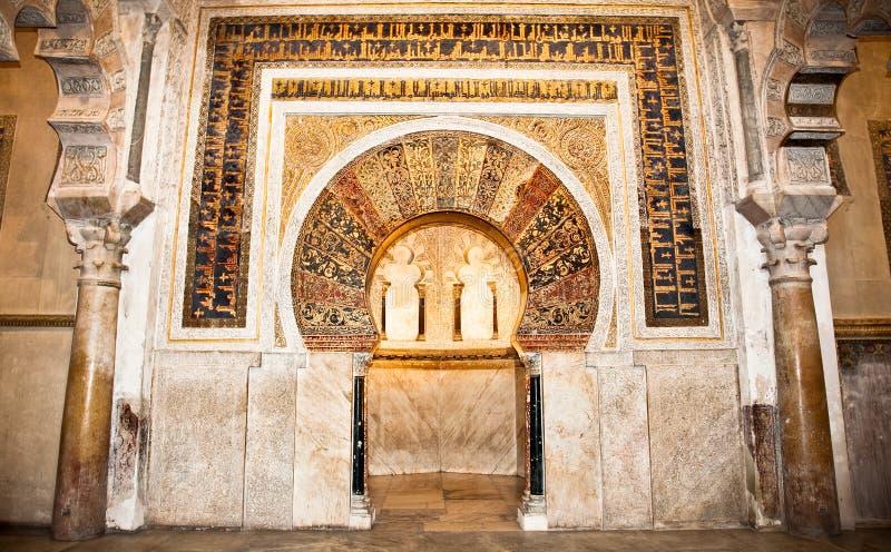 Большой интерьер Mezquita мечети и собора известный в Cor стоковая фотография rf