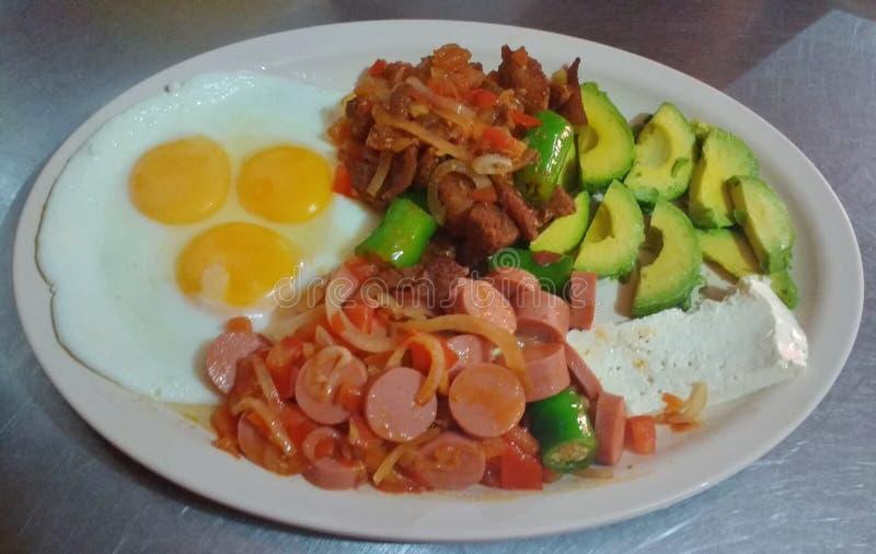 Большой и очень вкусный завтрак стоковое фото