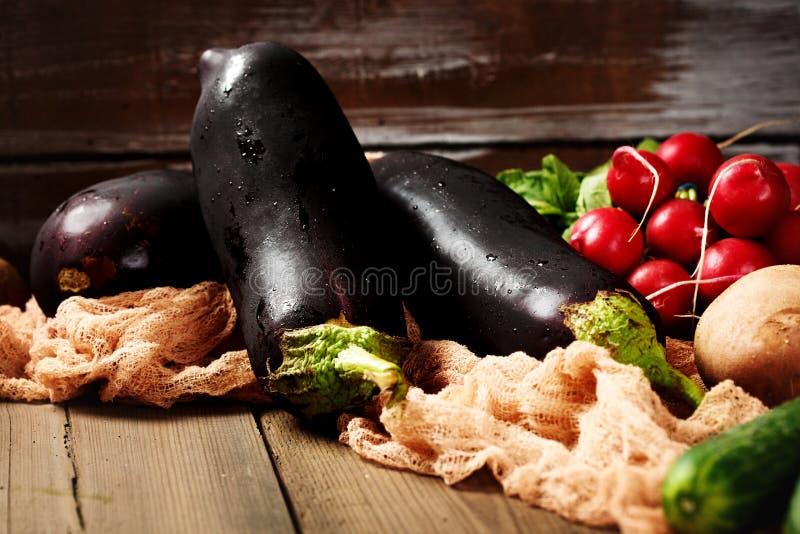 Большой конец-вверх aubergines баклажанов стоковые изображения rf