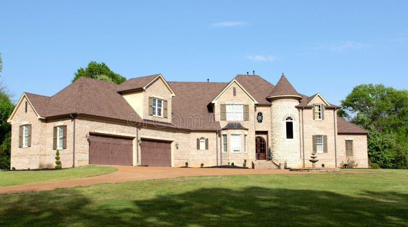 Большой красивый жилой дом особняка стоковая фотография rf