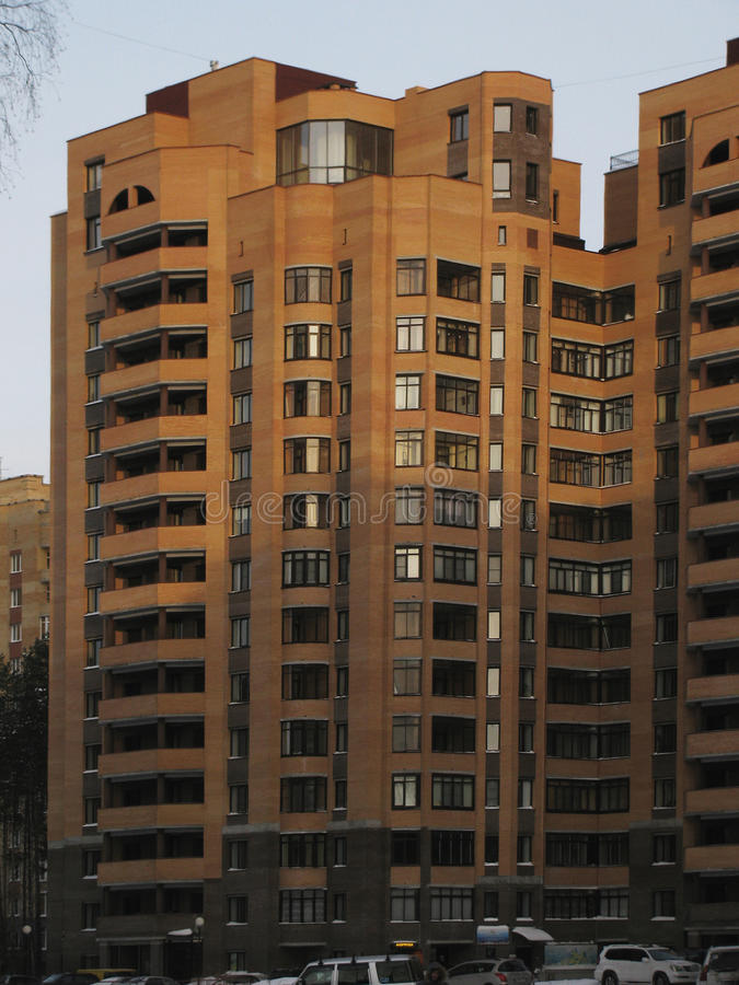 Большой красивый дом мульти-этажа кирпича стоковое изображение rf