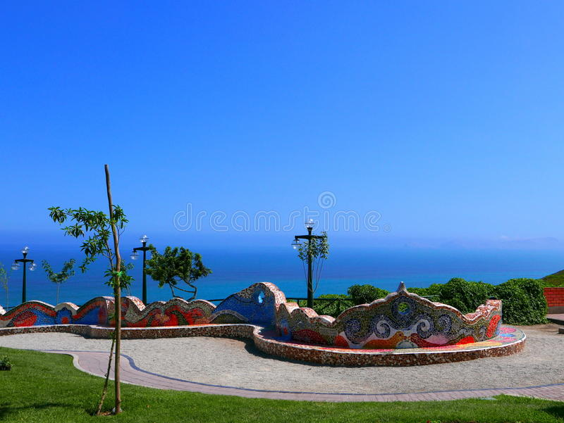 Большой крыть черепицей черепицей стенд в парке влюбленности, Miraflores, Лима стоковые фотографии rf