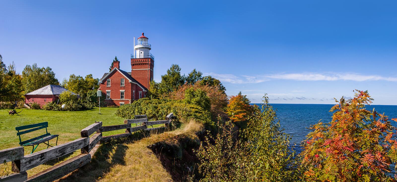 Большой маяк пункта залива на Lake Superior стоковая фотография