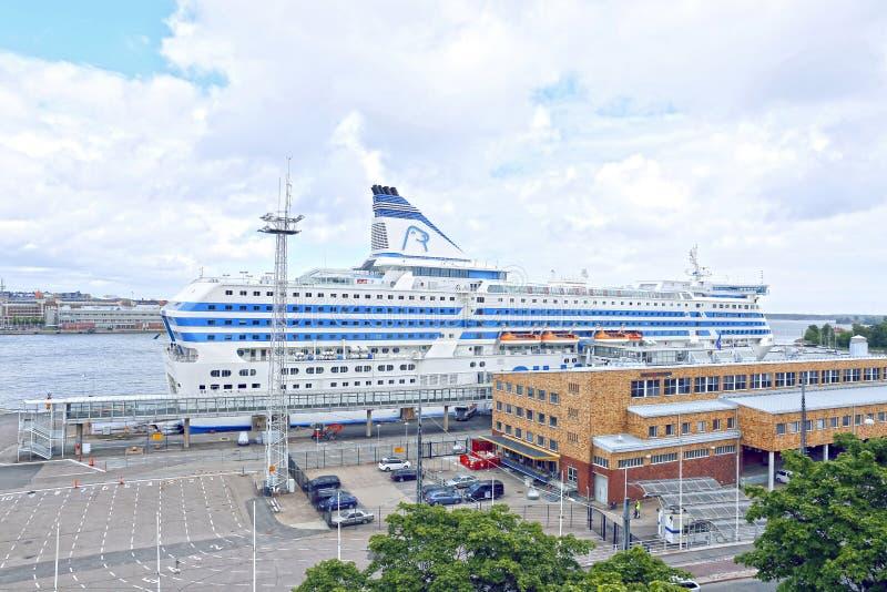 Большой морской пассажирский корабль в порте Хельсинки стоковое фото rf