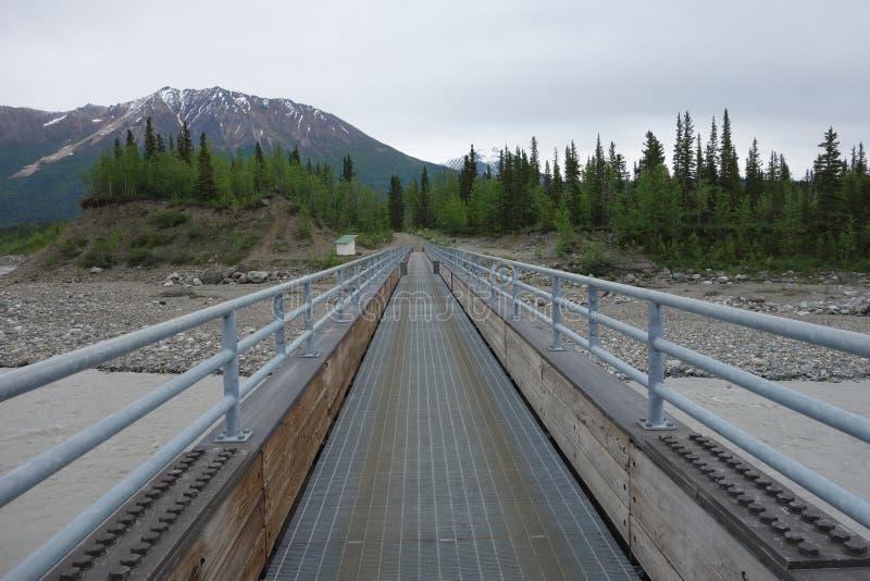 Большой пешеходный мост над Рекой Copper стоковое фото rf