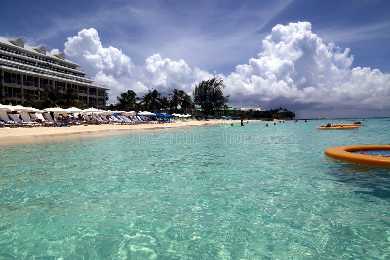 Большой пляжный комплекс Marriott Кеймана стоковые фотографии rf