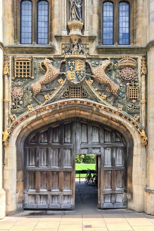 Большой строб университета коллежа ` s Христоса Кембриджа, в Кембридже Великобритании стоковое фото rf