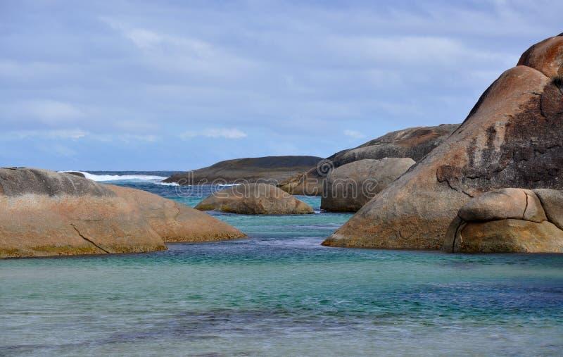 Большой южный океан с утесами гранита, западная Австралия стоковые фотографии rf