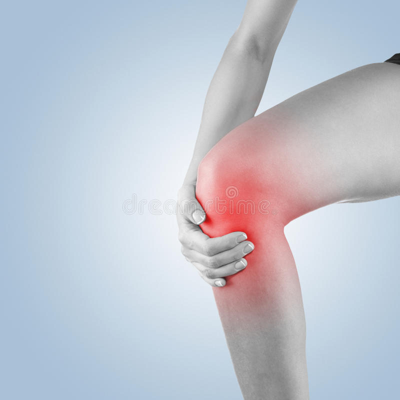 Боль в колене женщины стоковое фото