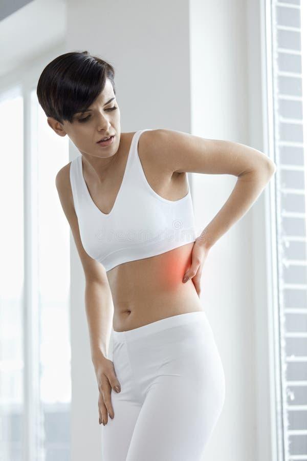 Боль тела Красивая женщины чувства боли задняя часть внутри, Backache стоковые изображения rf