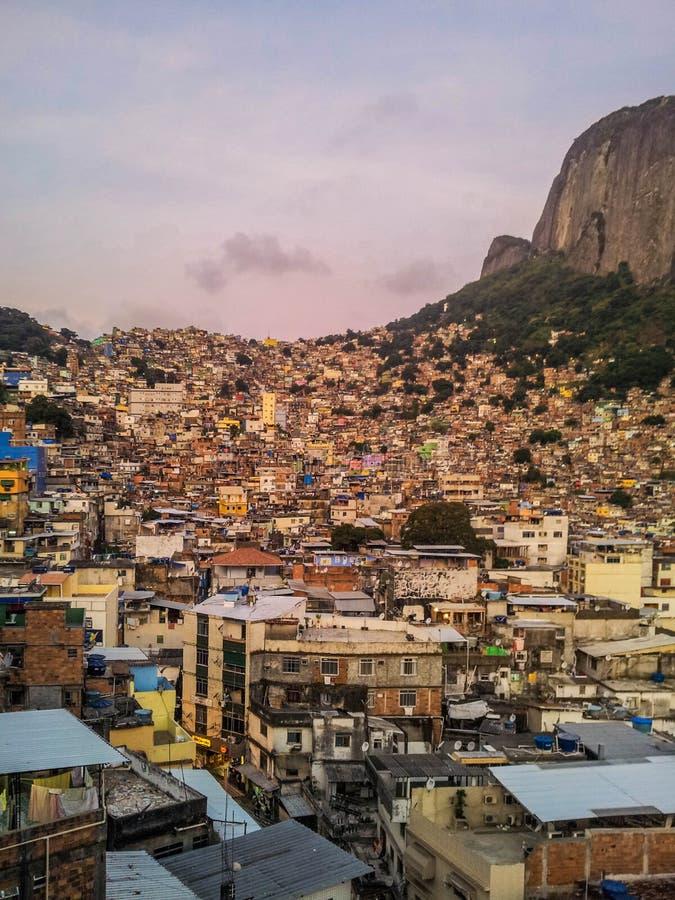 Бразилия - Favela Rocinha в Рио-де-Жанейро стоковые изображения