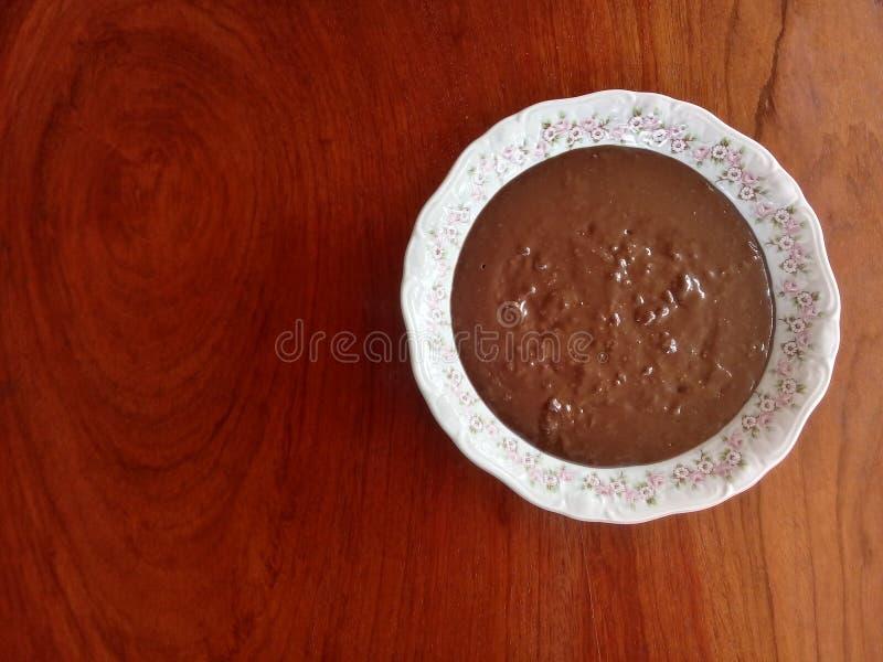 """Бразильская конфета Brigadeiro известное как """"brigadeiro de colher """" стоковое фото"""