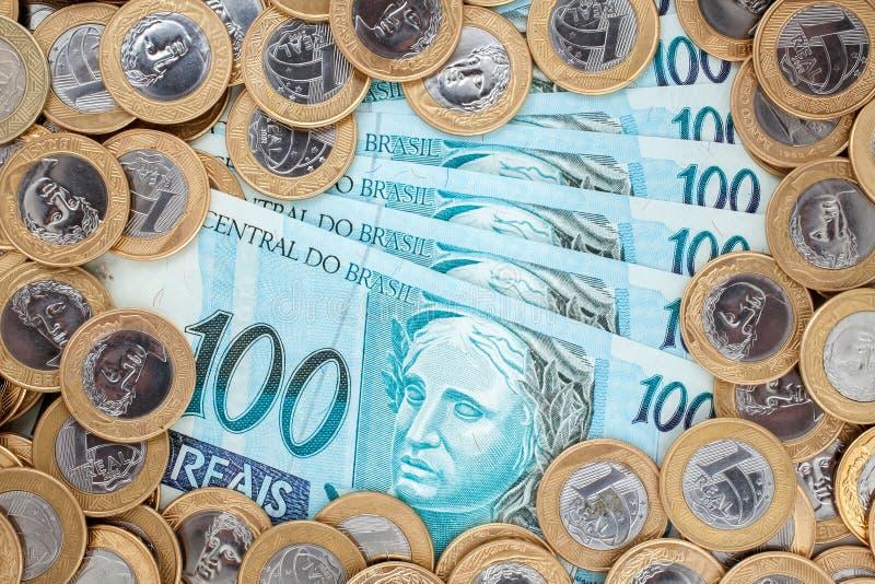 Бразильские монетки и бумажные деньги стоковая фотография rf