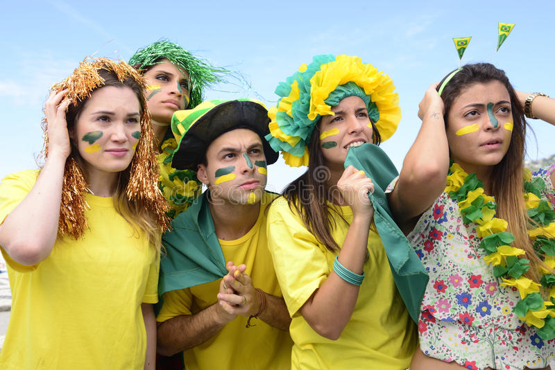 Бразильские поклонники футбола связанные с представлением бразильской национальной команды стоковое фото rf